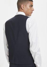 Matinique - BRECK STRETCH - Suit waistcoat - navy blazer - 2