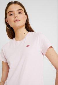 Levi's® - PERFECT TEE - T-shirt z nadrukiem - pink lady - 4