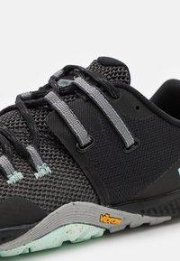 Merrell - TRAIL GLOVE 6 - Zapatillas de trail running - black - 5