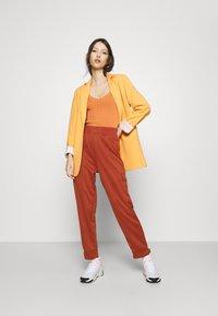 Nike Sportswear - W NSW SWSH - Trousers - firewood orange - 1