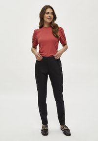 Minus - JOHANNA  - T-shirt basic - berry red - 1