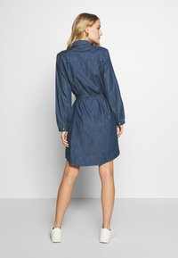 TOM TAILOR - DRESS WITH TIE - Denimové šaty - dark stone wash denim - 2