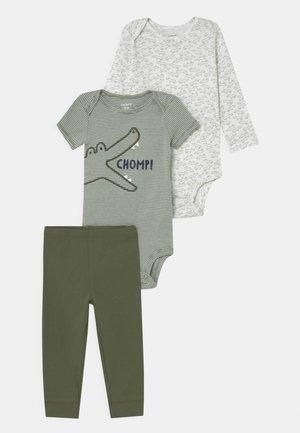 CROC SET - T-shirt print - green