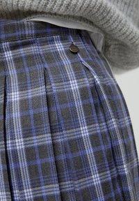 PULL&BEAR - MIT KELLERFALTEN - Áčková sukně - dark grey - 4