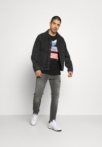 Replay - ANBASS HYPERFLEX BROKEN AND REPAIR - Jeans slim fit - medium grey - 1