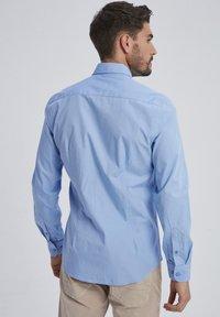 Auden Cavill - Shirt - light blue - 1
