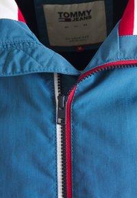 Tommy Jeans - ESSENTIAL JACKET - Kurtka wiosenna - audacious blue - 5