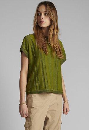 NUDAGAN DARLENE - Print T-shirt - calla green