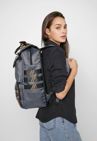 HXTN Supply - UTILITY TRAVELLER - Rucksack - charcoal - 6