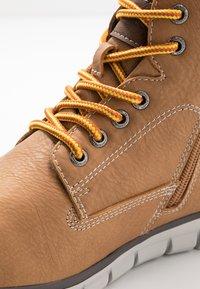 TOM TAILOR - Sneakersy wysokie - camel - 5