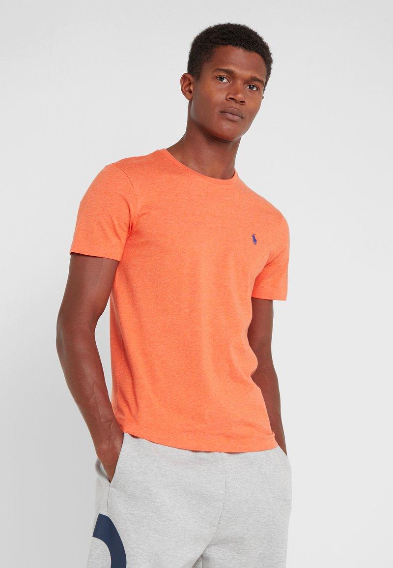 Polo Ralph Lauren - CUSTOM SLIM FIT JERSEY CREWNECK T-SHIRT - T-shirt basique - spring melon heat