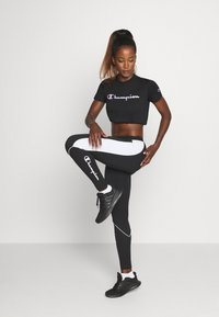 Champion - CREWNECK ROCHESTER - T-shirts med print - black - 1
