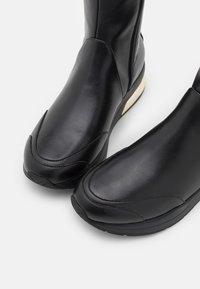 Liu Jo Jeans - KARLIE  - Laarzen met sleehak - black - 5