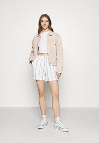 Roxy - DIAMOND GLOW - Shorts - snow white - 1