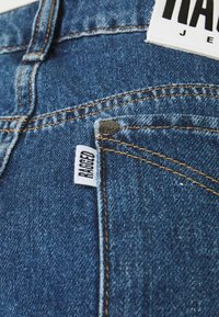 The Ragged Priest - OMBRE MOM - Straight leg jeans - indigo/mid/light blue/stonewash - 2