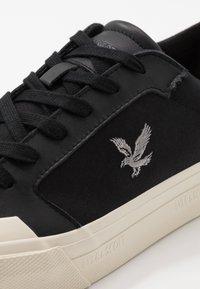 Lyle & Scott - DAWSON - Sneakersy niskie - true black - 5