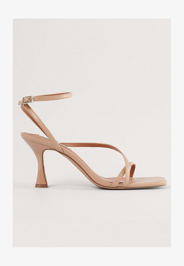 HOURGLASS - Sandalen met hoge hak - beige
