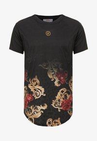 SIKSILK - DANI ALVES CURVED HEM TEE - T-shirts print - black - 3