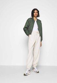 Monki - FANNY TROUSERS - Pantalones deportivos - beige - 1