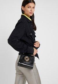 Versace Jeans Couture - Skuldertasker - black - 1