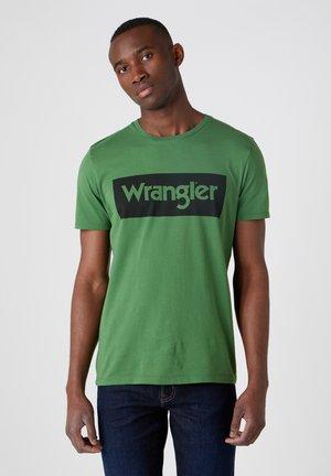 Print T-shirt - artichoke green