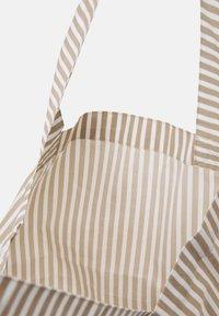 Mads Nørgaard - SACKY ATOMA - Tote bag - white alyssum/travertine - 2