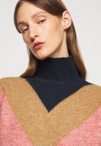 Victoria Victoria Beckham - OVERSIZED MOCK NECK JUMPER - Sweter - multi coloured - 4