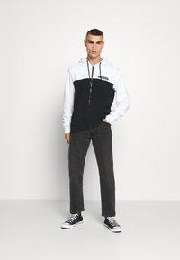 Calvin Klein - COLOR BLOCK ZIP THROUGH HOODIE - Huvtröja med dragkedja - black/white - 1