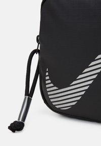 Nike Sportswear - HERITAGE - Taška spříčným popruhem - black - 3