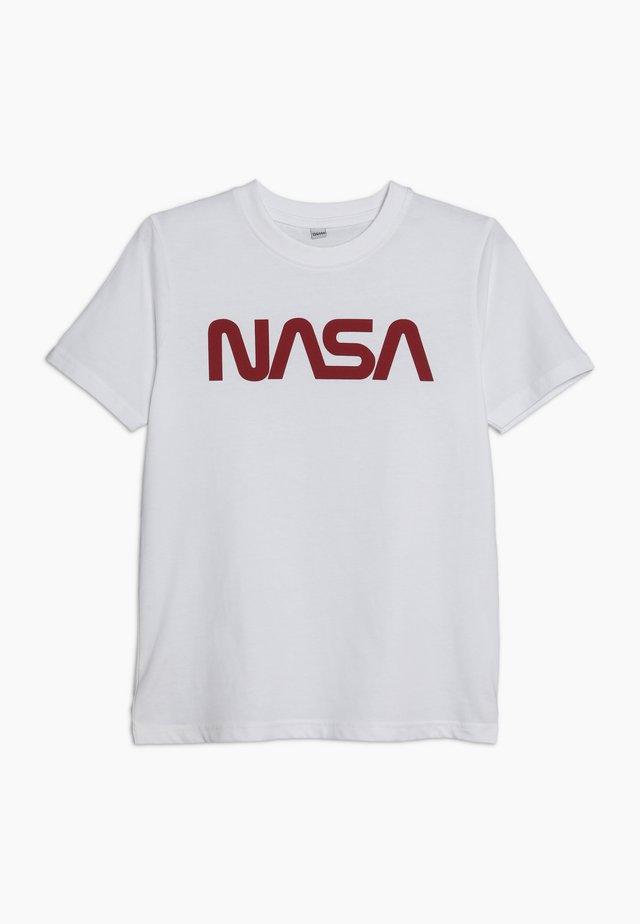 KIDS NASA WORM LOGO TEE - T-shirt z nadrukiem - weiß