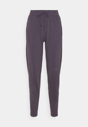 WARM PANT RUNWAY - Teplákové kalhoty - dark raisin/reflective silver
