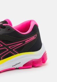 ASICS - GEL-PULSE  - Chaussures de running neutres - black/hot pink - 5