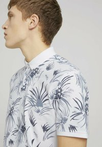 TOM TAILOR DENIM - Polo shirt - white navy thistle print - 3