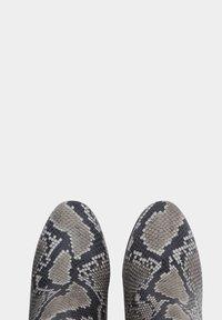 PoiLei - Laarzen met hoge hak - gray - 3