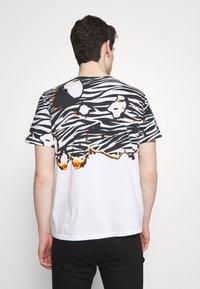 Just Cavalli - ZEBRA PRINT - Print T-shirt - white - 2
