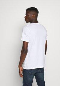 Burton Menswear London - BASIC 5 PACK - Basic T-shirt - pink - 2