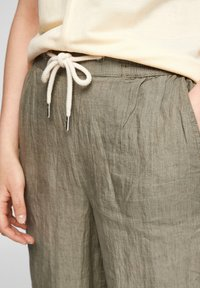s.Oliver - Trousers - summer khaki melange - 4