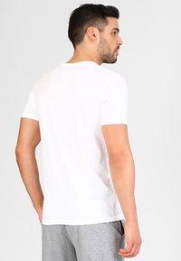 Jack & Jones - JACBASIC V-NECK TEE 2 PACK  - Undershirt - white - 2