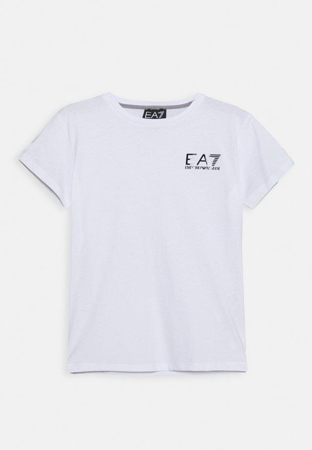 EA7 - T-shirt med print - white
