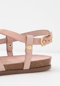 Fred de la Bretoniere - T-bar sandals - rose - 2
