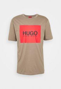 HUGO - DOLIVE - T-shirt imprimé - light/pastel brown - 3