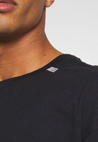RETHINK Status - UNISEX OVERSIZED - T-shirt med print - black - 6