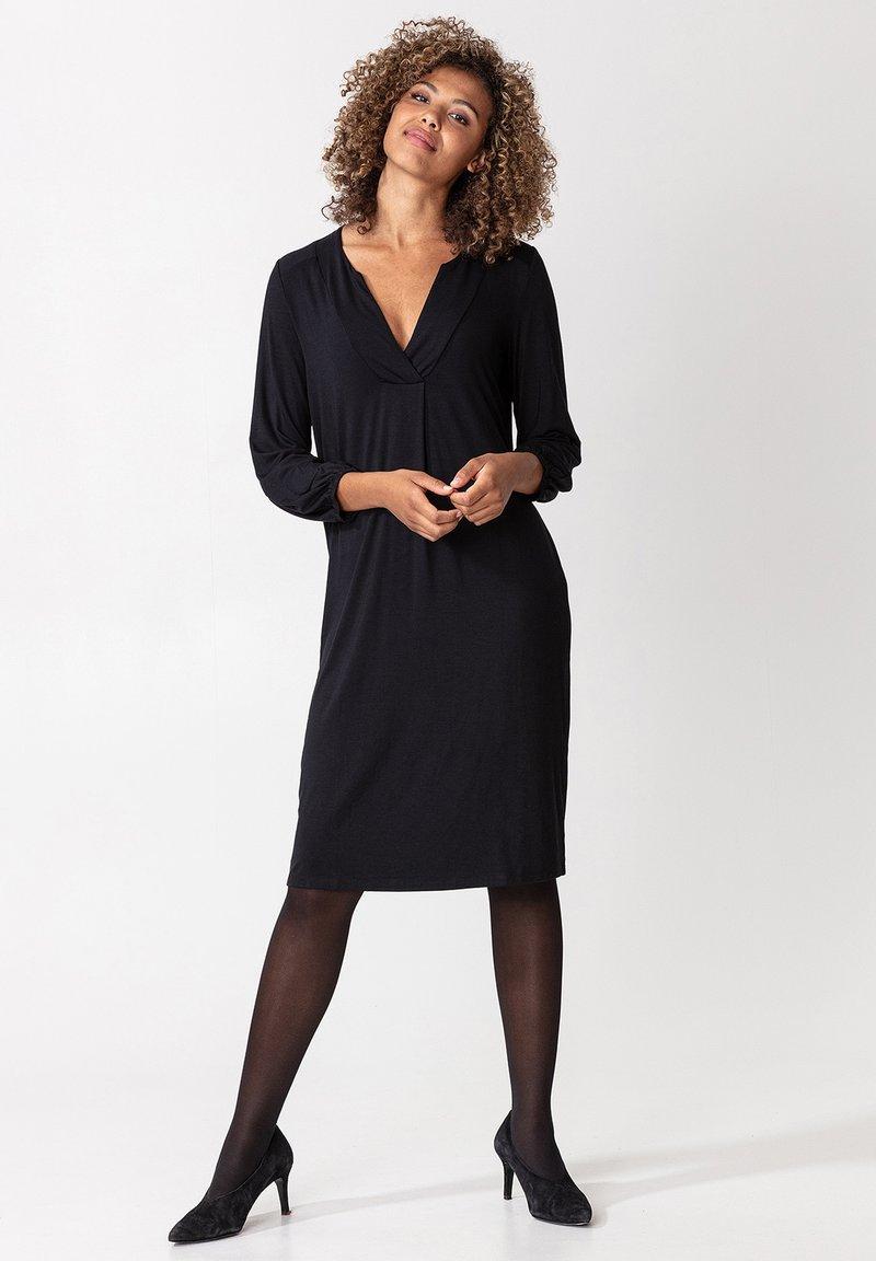 Indiska - SYLVIA - Žerzejové šaty - black