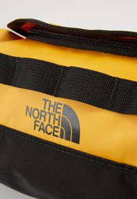 The North Face - TRAVEL CANISTER - Wash bag - summit gold/black - 6