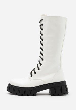 VEGAN TRINITY - Platåstøvler - white