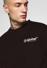 Bellfield - GLOBAL WORKSHOP PRINT TEE - Print T-shirt - black - 4