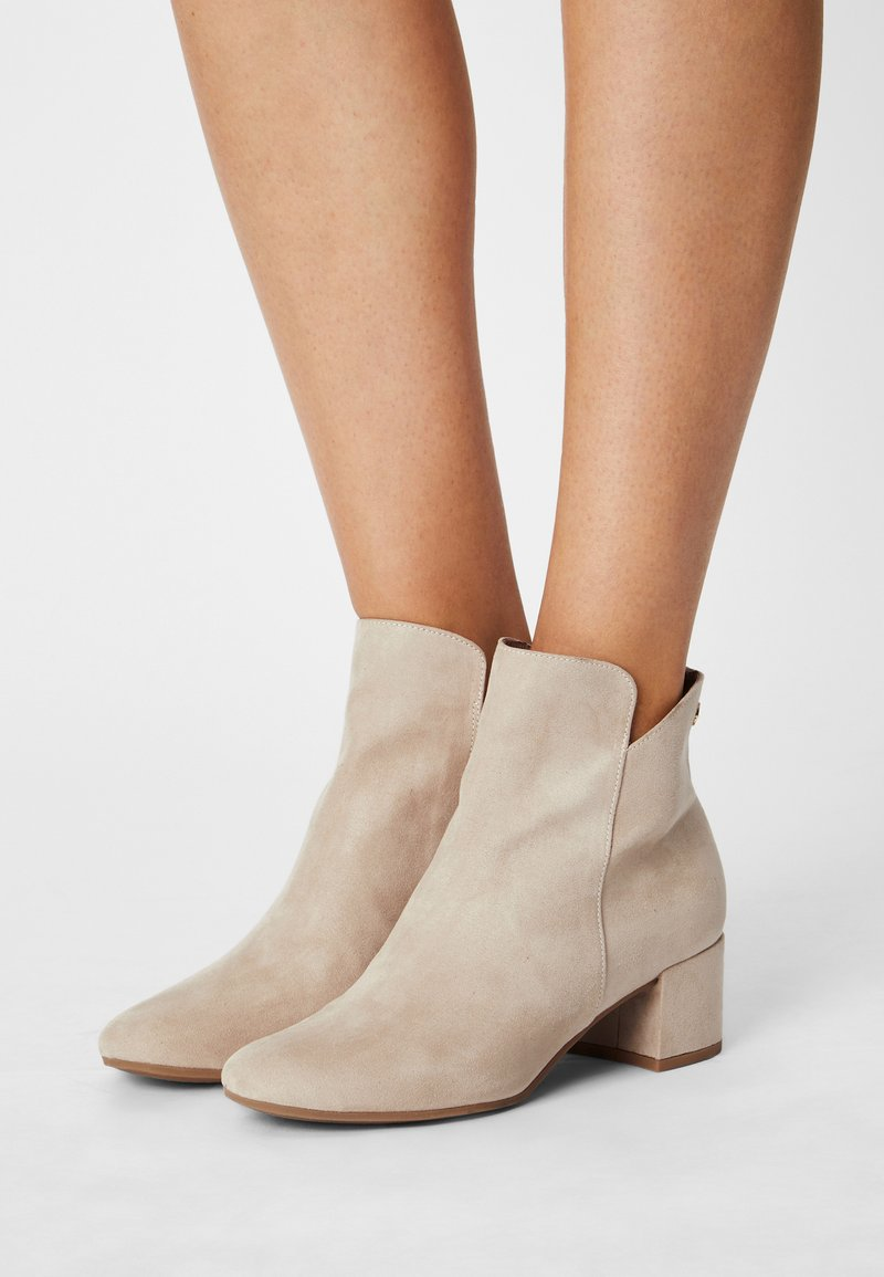 Tamaris - Ankle boots - ivory
