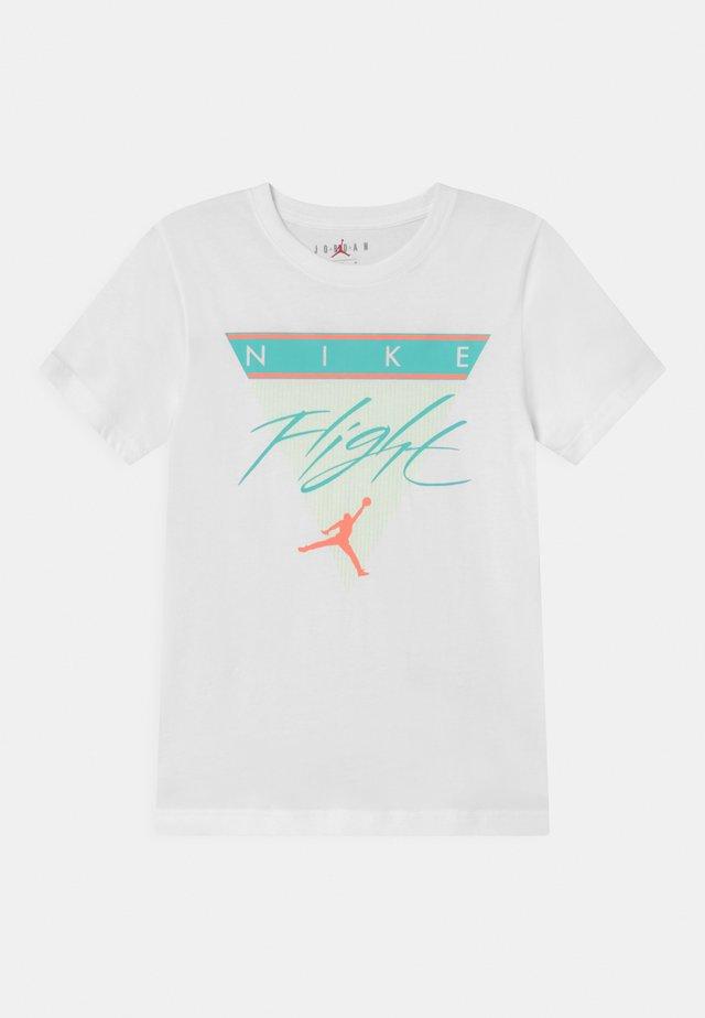 FLIGHT HISTORY TEE UNISEX - Print T-shirt - white