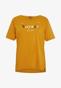 Scotch & Soda - RELAXED FIT TEE WITH ARTWORKS - T-shirts med print - orange dusk - 3