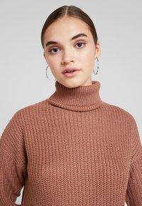 Missguided - ROLL NECK BASIC DRESS - Strikket kjole - mocha - 3